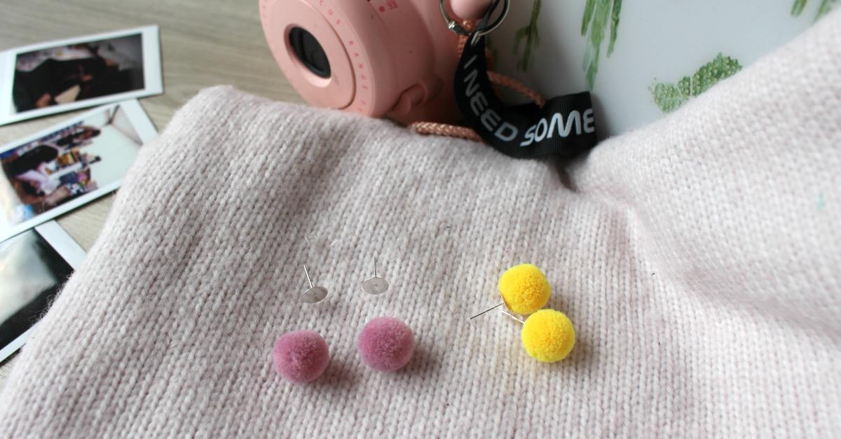 Jak zrobić kolczyki z pomponów- tutorial
