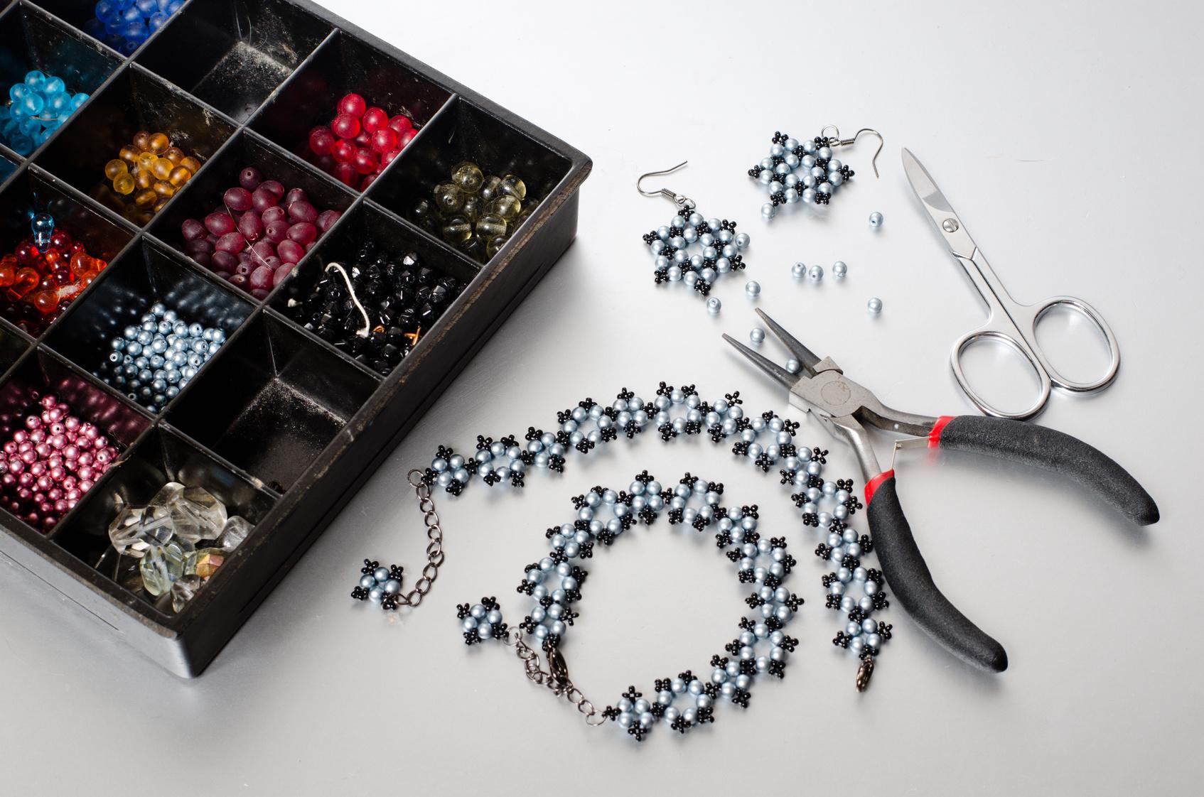 ABC Technik biżuteryjnych: Beading/peyote