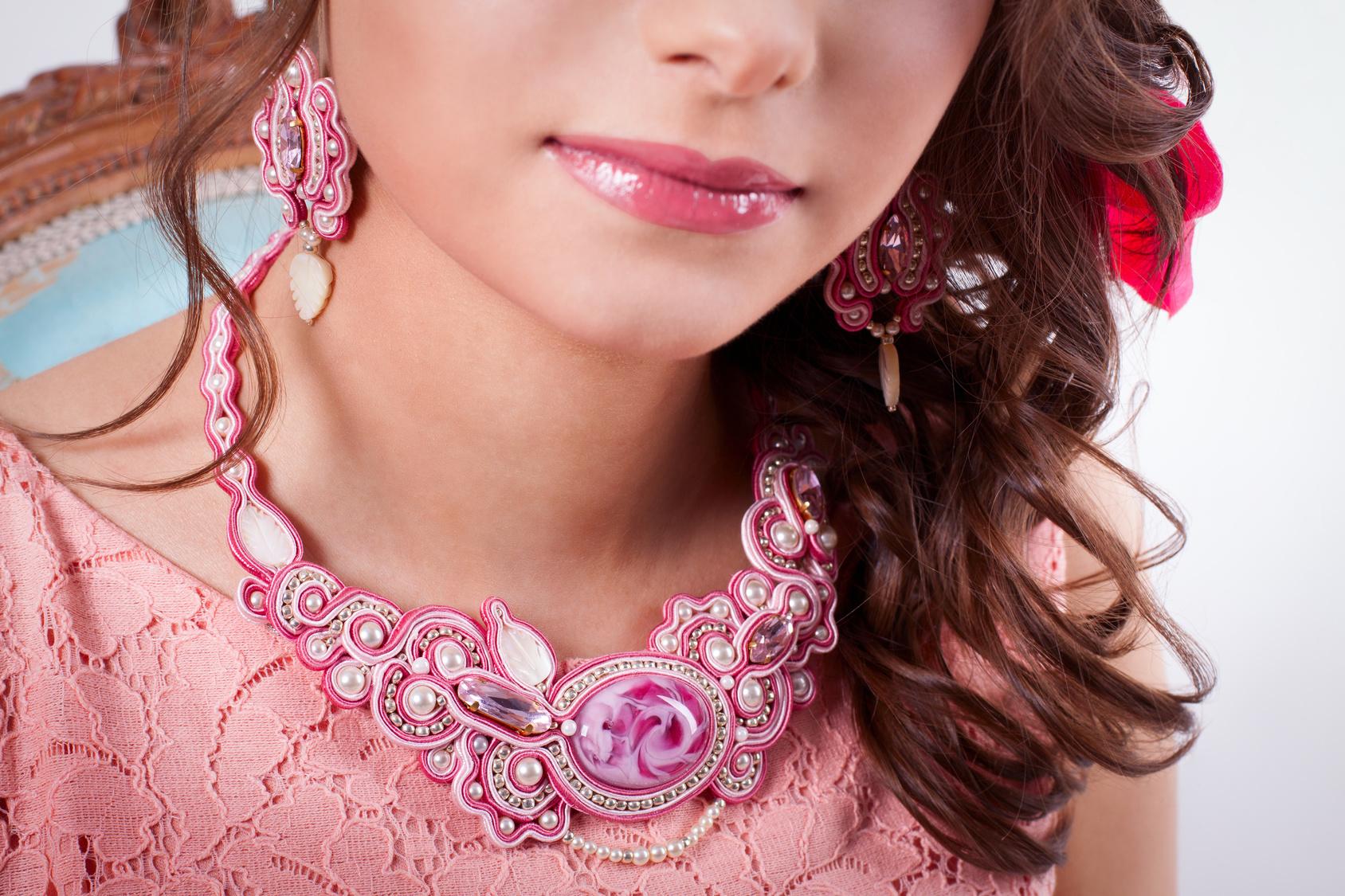 Techniki biżuteryjne: Haft sutasz