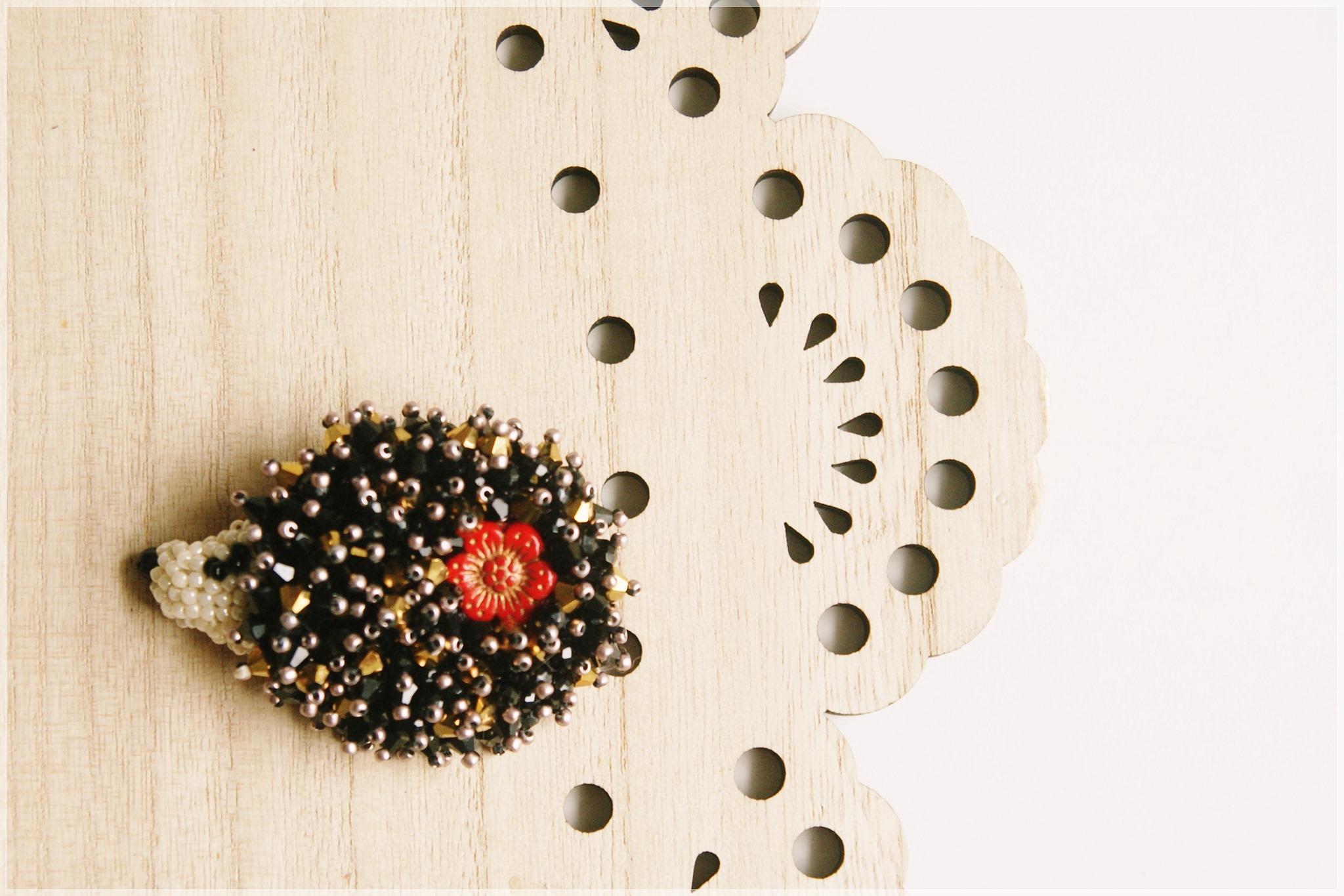 ABC technik biżuteryjnych – haft koralikowy