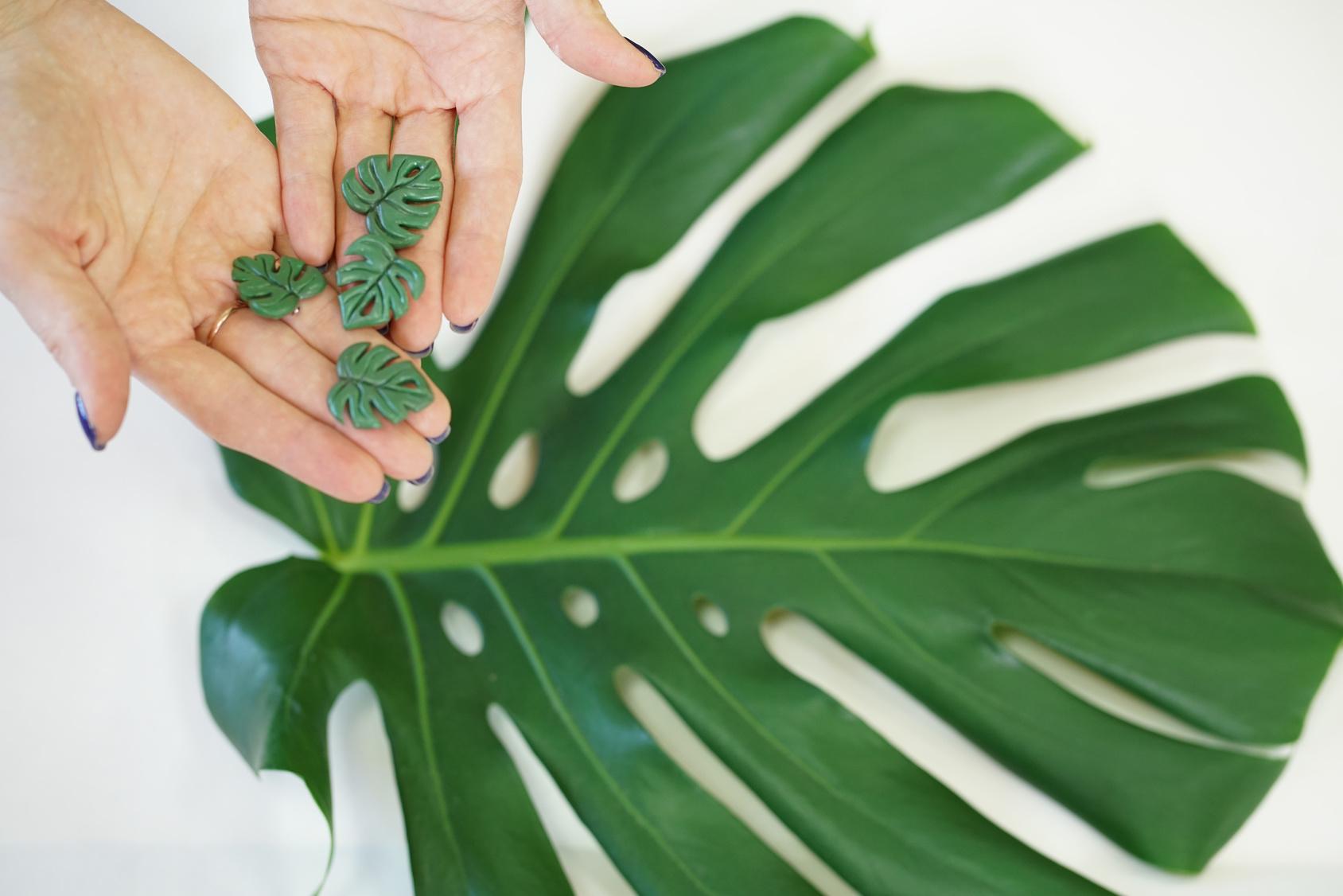 Biżuteria z elementami roślinnymi – kształty, inspiracje oraz naturalne materiały