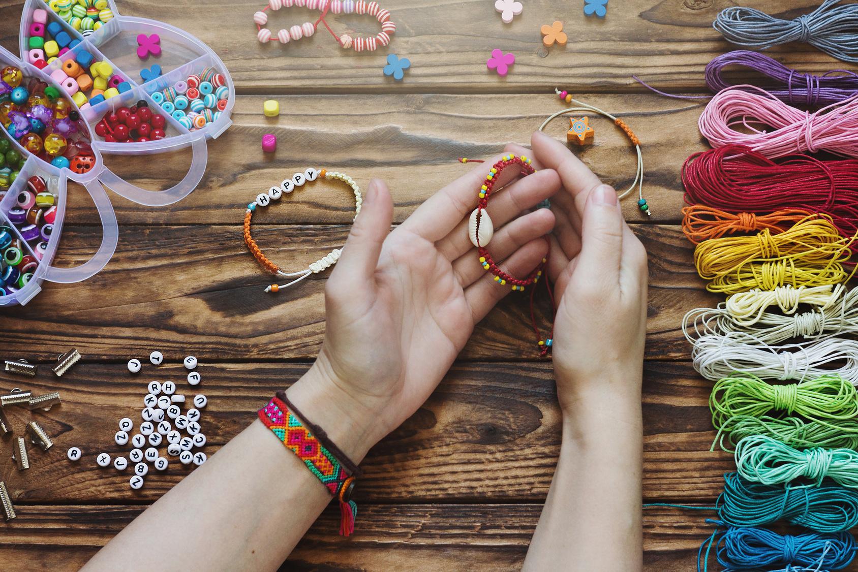 Makrama w biżuterii – nieograniczone możliwości splotów