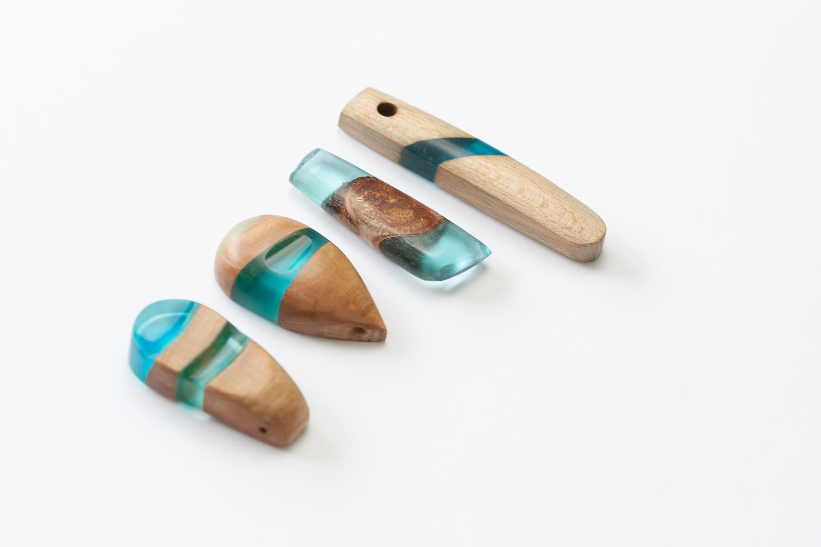 Technika biżuteryjna: drewno z żywicą