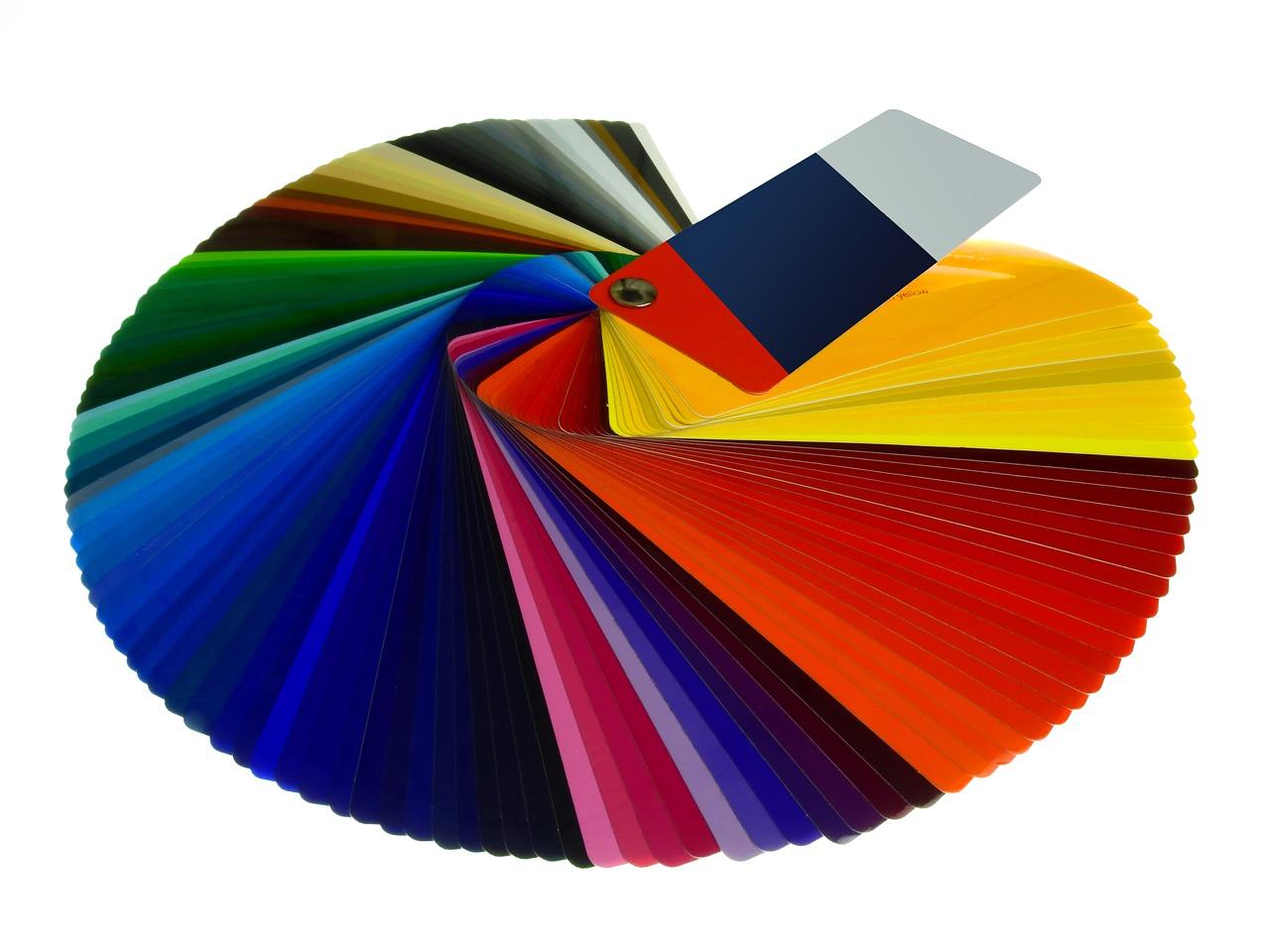 Zasady łączenia kolorów w biżuterii