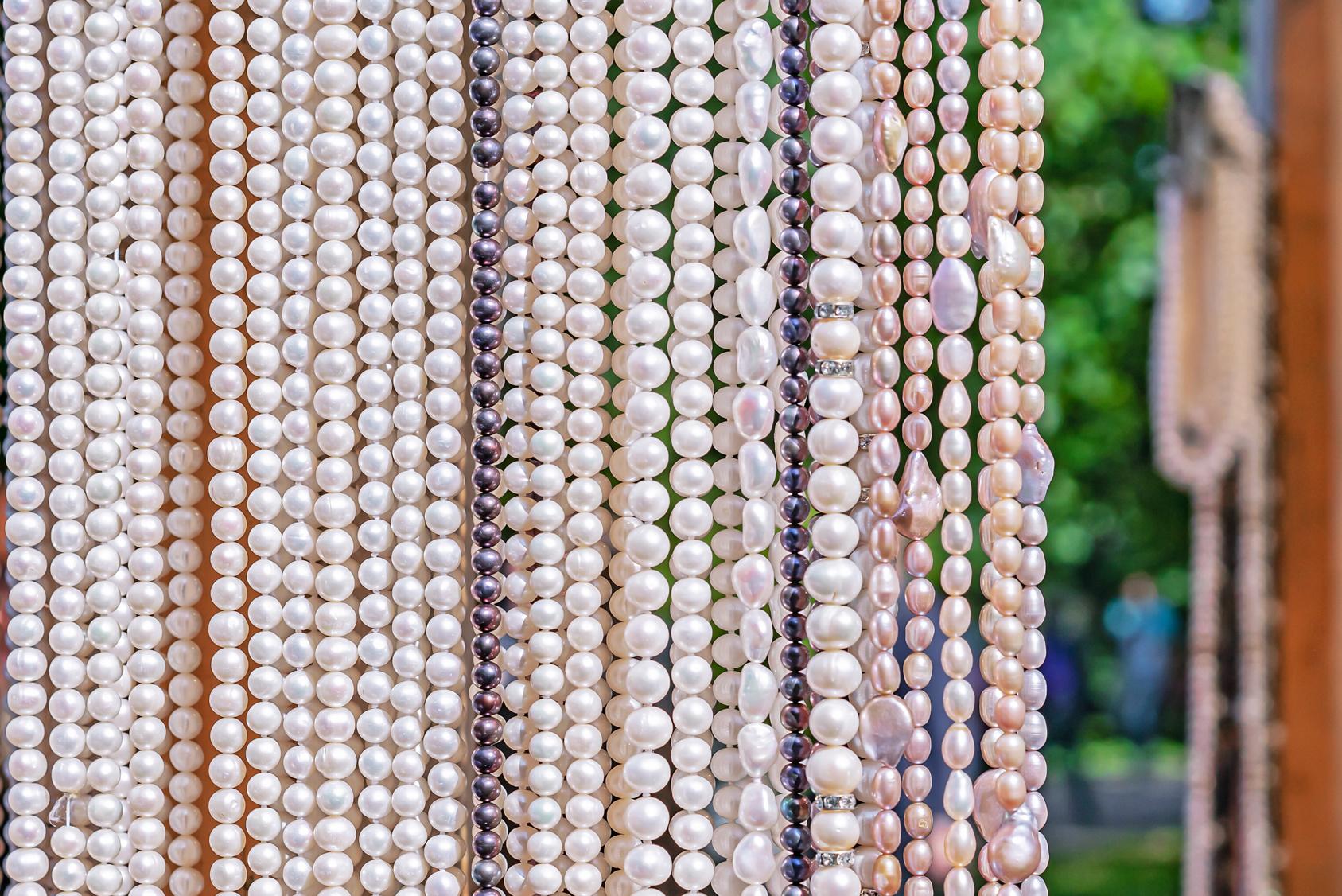 Perły – skąd pochodzą i jakie są ich rodzaje?