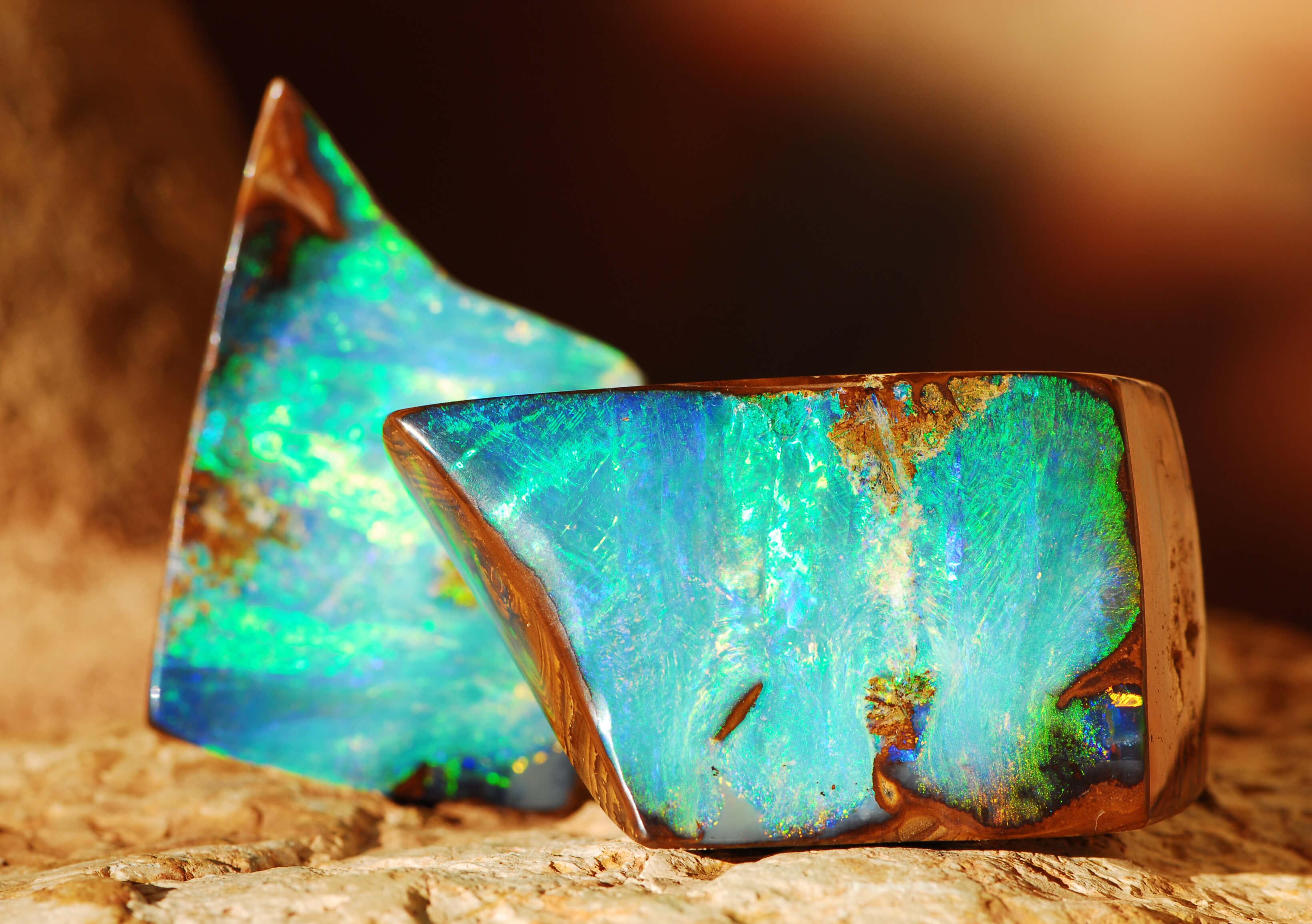 Opal- kamień, w którym zaklęta jest tęcza.