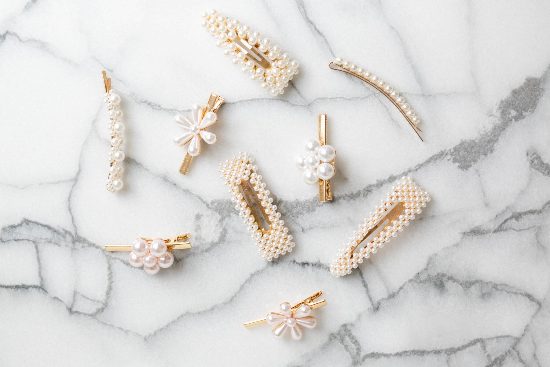 Ozdoby do włosów z perłami, modny dodatek tego lata