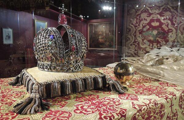 Najpiękniejsze korony i berła- korona cesarska