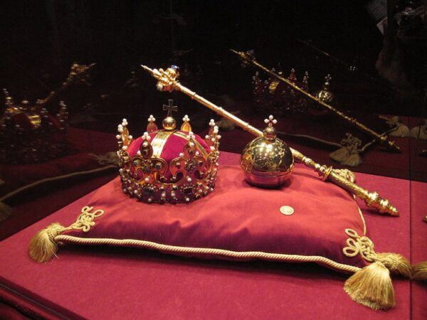 Najpiękniejsze korony i berła - Polskie insygnia królewskie
