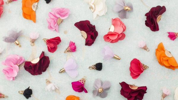 Materiałowe chwosty kwiatki i wachlarze