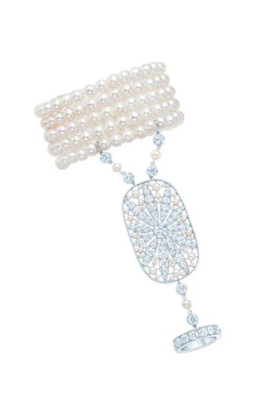 Ozdoba na dłoń z diamentów i pereł