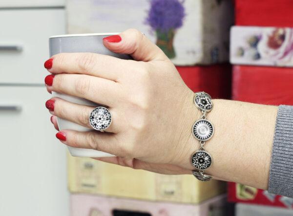 Biżuteria ze szklanymi kaboszonami