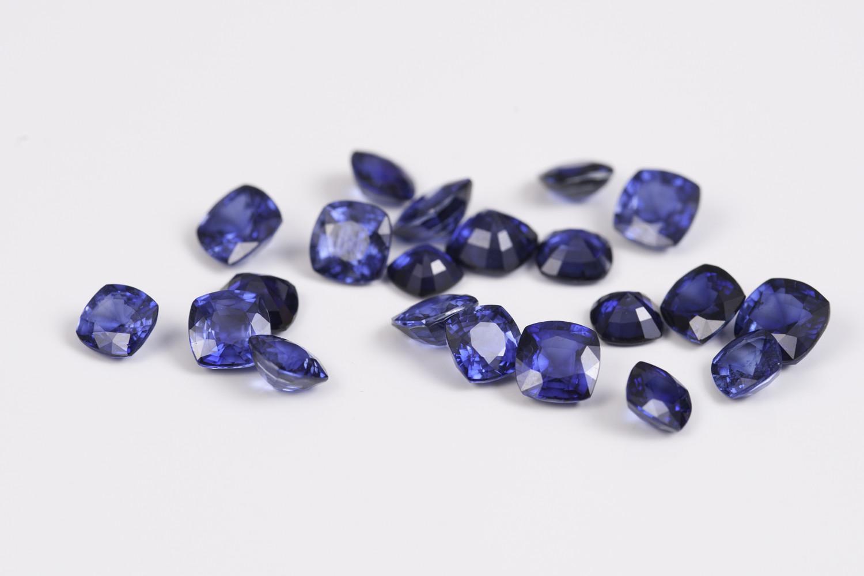 Szafiry – kamienie o niezwykłej głębi 💙