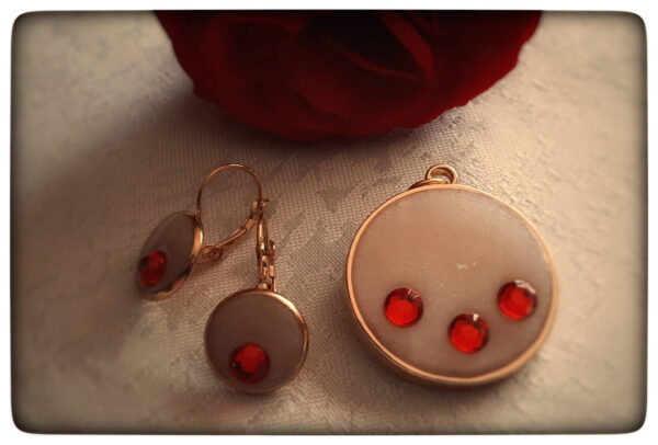 Komplet biżuterii z żywicy