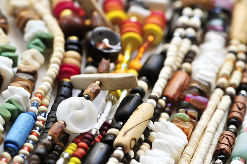 Rodzaje drewna w biżuterii – poznaj swoje surowce 🌳
