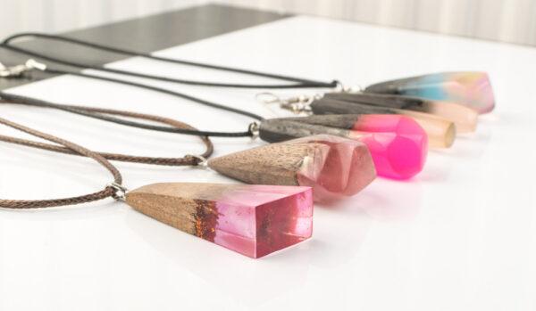 Naszyjniki z drewna i żywicy