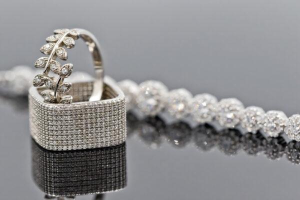 Biżuteria wysadzana cyrkoniami