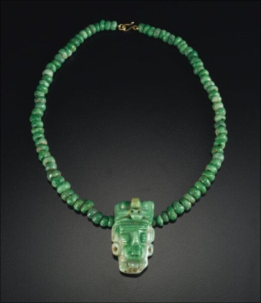 Jadeitowa biżuteria majów
