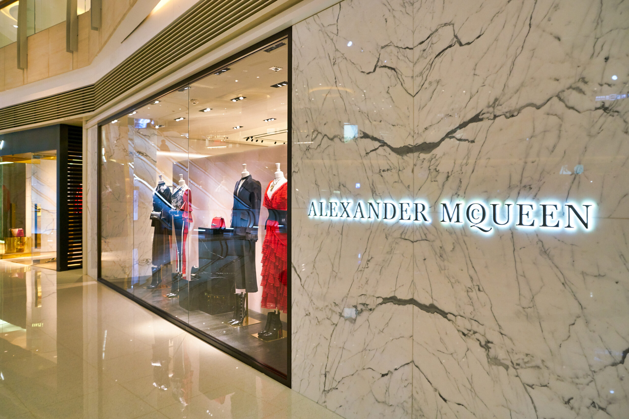 Alexander McQueen – szokujący geniusz