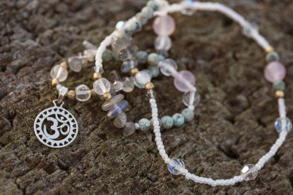 Hinduska biżuteria z symbolem om