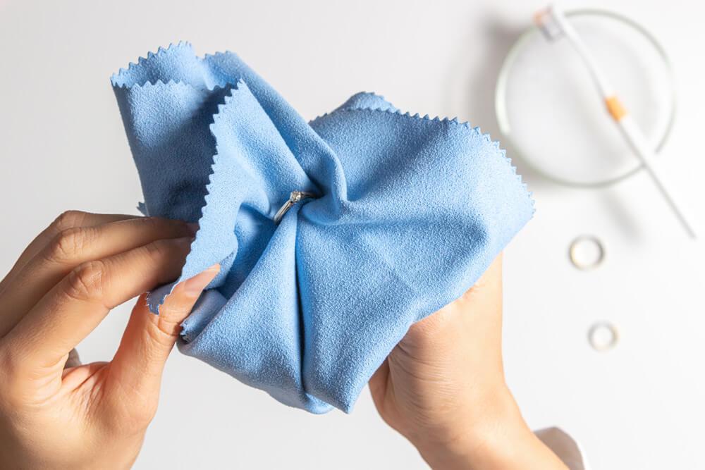 Jak czyścić biżuterię — krótki poradnik