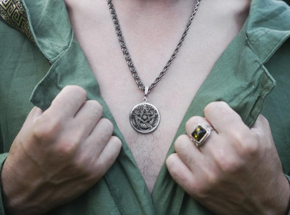 Symbole religijne w biżuterii