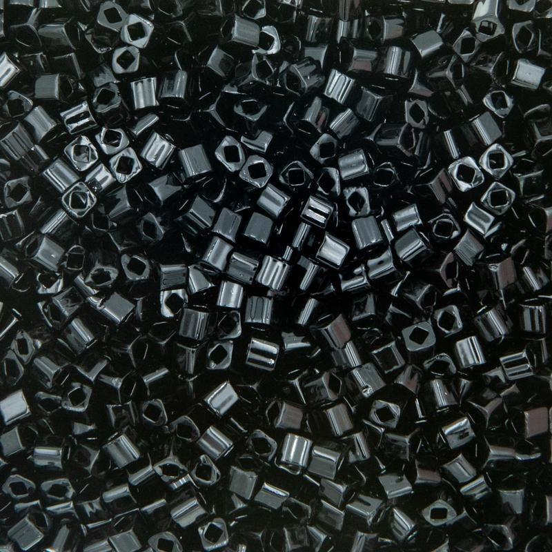 Kostki czarne toho z kwadratowym otworem